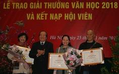 Văn thơ 'mất mùa', hơn 700 người vẫn 'xếp hàng' xin vào Hội Nhà văn