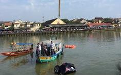 Xe ôtô lao xuống sông Hoài, 3 người trong gia đình tử vong