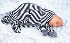 Tư thế thích hợp của trẻ sơ sinh