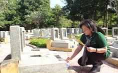 Đoàn tuyên giáo TP.HCM tưởng niệm liệt sĩ chiến tranh biên giới Tây Nam