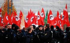 Người Đức lo sợ khi cực hữu thị uy lập đội tự vệ
