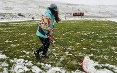 Tuyết rơi dày đặc bất thường giữa mùa Thu ở miền Bắc nước Mỹ