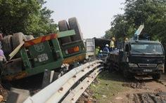 Tàu hỏa va chạm xe container ở Ninh Thuận, đầu máy biến dạng