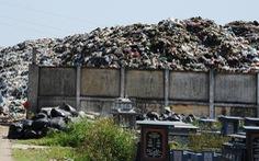 Bãi rác ở Hội An chất thành núi, hôi thúi khủng khiếp