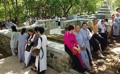 Hàng trăm phật tử về Huế mừng thọ thiền sư Thích Nhất Hạnh