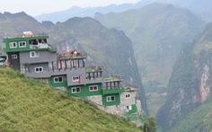 Mặc đề nghị dỡ bỏ, Mã Pì Lèng Panorama bất ngờ phủ sơn xanh lá
