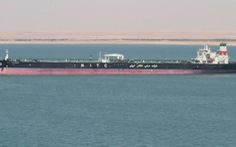 Iran nói tàu chở dầu bị trúng tên lửa, giá dầu tăng ngay