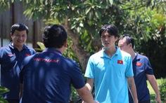 Đưa Tuấn Anh đi kiểm tra chấn thương ở Bali