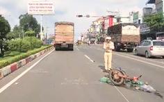Video: Xe tải tông xe máy, một phụ nữ chở nước đá nguy kịch