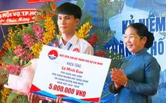 Tiếp nhận hơn 400 triệu đồng hỗ trợ sinh viên Học viện Cán bộ TP.HCM