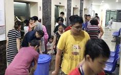 Vì sao nước sạch ở Hà Nội bốc mùi? Dân kêu, vẫn chưa có trả lời