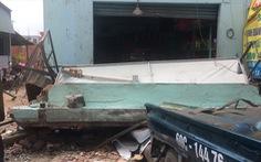 Sập nhà đang tháo dỡ để làm đường, 2 người bị thương nặng