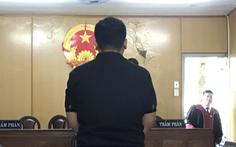 Nguyên cán bộ công an lãnh án vì giật điện thoại từ... 12 năm trước