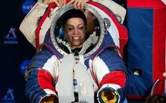 NASA công bố quần áo giúp du hành gia đi trên Mặt trăng như trên Mặt đất