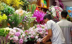 """Ngày 20-10: hoa """"cháy hàng"""", bình hoa 60 triệu đồng vẫn có khách đặt"""