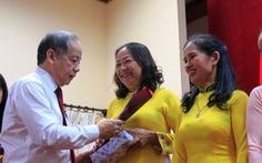 Chủ tịch tỉnh đọc thơ 'Người đàn bà thứ 2' tặng chị em lao công
