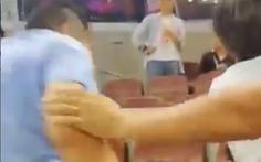 'Thụi' nhau trên khán đài, CĐV Trung Quốc bị cấm vô sân