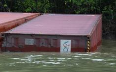3 thợ lặn mất tích, 2 nhập viện khi trục vớt container chìm ở Cần Giờ