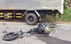 Tông xe tải, 2 học sinh lớp 10 tử vong