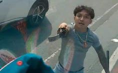 Video: Đôi nam nữ dùng kiếm chém bể kính ô tô tải trên quốc lộ 13