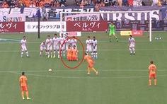 Video phối hợp đánh lạc hướng dẫn đến bàn thắng... 'vừa đẹp, vừa lạ'