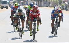 Anh em cùng đua, người gãy xương, người chiến thắng tại Phnom Penh