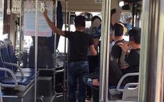 Khởi tố vụ án, truy bắt nhóm thanh niên đánh nữ nhân viên xe buýt