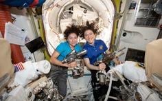 Sau Armstrong, phụ nữ sẽ đi bộ trên Mặt trăng?
