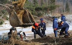 Nước rút sau vỡ đập, dân tìm thấy két sắt chứa 18kg vàng