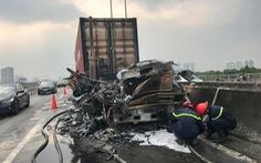Xe container cháy sập đầu trên cao tốc TP.HCM - Long Thành - Dầu Giây