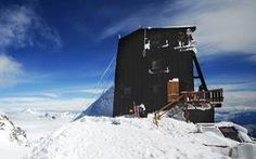 Khách sạn lơ lửng chín tầng mây ở nơi cao nhất châu Âu