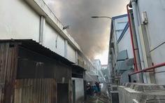 Cháy lớn ở Khu chế xuất Linh Trung, nhiều hàng hóa bị thiêu rụi
