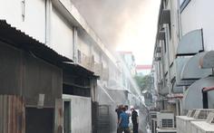Video: Cháy lớn tại kho hóa chất trong Khu chế xuất Linh Trung