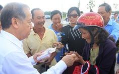 Chủ tịch Thừa Thiên Huế dẫn bà con Thượng thành đi xem nơi ở mới