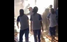 Nhà dân gần trường cháy, 30 học sinh lớp 12 dũng cảm lao vào dập lửa