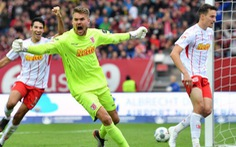 Tham gia tấn công, thủ môn có đường kiến tạo chỉ vài phút sau khi bỏ lỡ 'siêu phẩm'