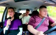 Đi taxi miễn phí nếu khách hát karaoke phát YouTube