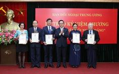 Anh Lê Quốc Phong nhận kỷ niệm chương 'Vì sự nghiệp đối ngoại của Đảng'