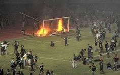 Đội nhà thua trận, CĐV ở Indonesia đập phá, đốt sân vận động