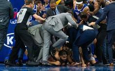 Video loạn đả giữa trận, cầu thủ bóng rổ siết cổ đối phương