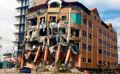 Lãnh đạo bị tường đè chết tại chỗ làm do động đất mạnh