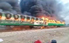 Nấu nướng trên xe lửa, 74 người bị thiêu sống
