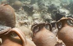Không thể tin được: Tàu chìm gần 2.000 năm, rượu vang vẫn còn trong bình