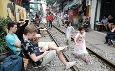 Hà Nội bị đề nghị dẹp các điểm chụp ảnh, uống cà phê trong lòng đường sắt