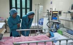 Hoa hậu Đỗ Mỹ Linh đem 300 triệu tặng viện phí cho em bé ghép tim