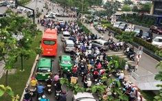 Cấm ôtô dừng và đậu từ ngã tư Hàng Xanh đến cầu Sài Gòn