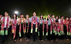 Có nên cải biên nghệ thuật xòe Thái?