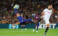 Suarez lập 'siêu phẩm', Messi có bàn thắng đầu tiên ở trận Barca đè bẹp Sevilla