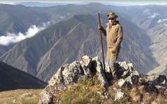 Tổng thống Putin mừng sinh nhật giản dị: đi leo núi, hái nấm