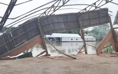 Video: Hàng trăm người giúp dân di dời khỏi khu vực sạt lở ở kênh Xáng